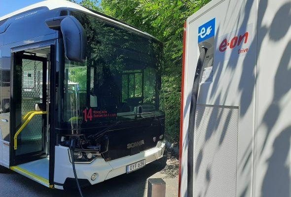 E.ON, COMMET PLUS a SCANIA spolupracují na pilotním provozu plně elektrického autobusu v Táboře